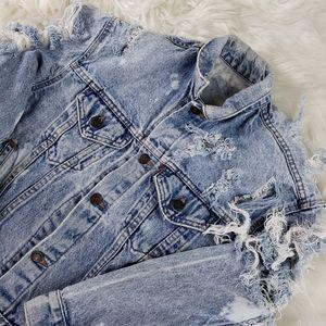 Levi super distressed jean jacket size M